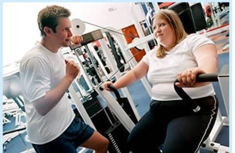 На начальном этапе пациент должен выполнять нагрузки под контролем тренера.