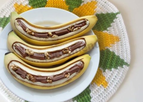 Банан в микроволновке с шоколадом запеченный
