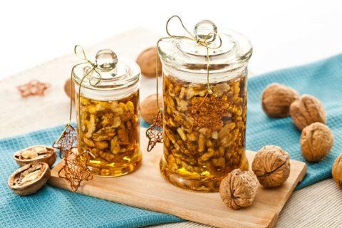 Мед и грецкие орехи — уникальная польза на каждый день