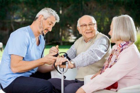 Чем старше становиться человек, тем слабее сердце, и чаще возникают перепады артериального давления