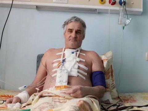 Прооперированный пациент в больничной палате