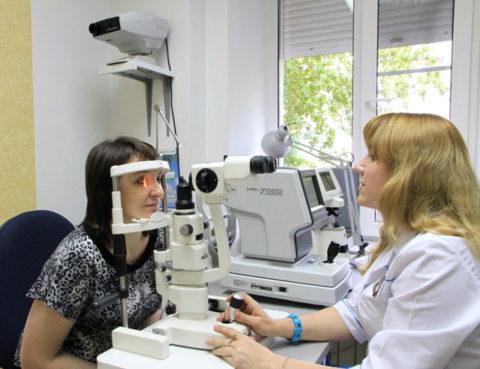 Патология должна быть обследована специалистами, найдена причина и начато ее срочное лечение. В противном случае можно потерять зрение