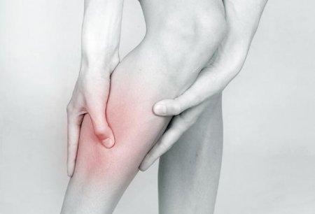Первый симптом патологии – острая боль.