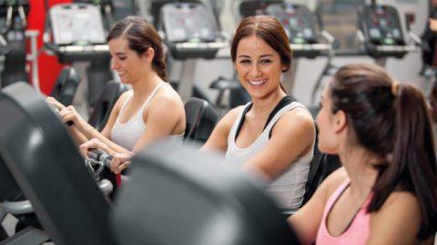 Занятия в зале поднимут настроение и помогут предупредить развитие патологии