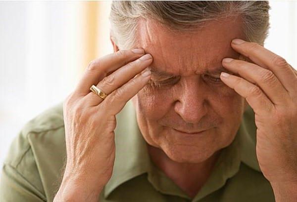 Регулярные головные боли – один из первых признаков заболевания