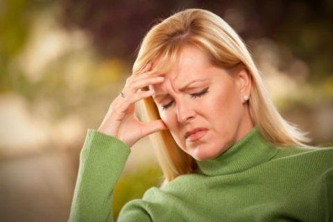 При дистонии очень часто посещают тревога и головная боль