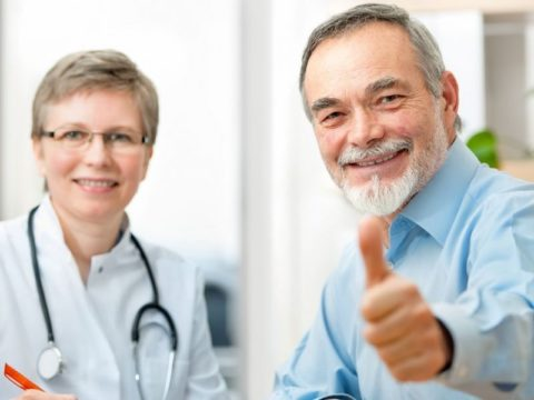 Чтобы сосуды были крепкими, важно регулярно посещать врача