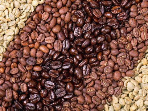 Считается, что в зернах средней обжарки кофеина больше, но это отчасти заблуждение