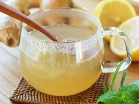 Смесь из лимонного сока, масла и меда считается целебной