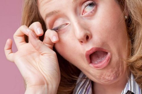 Терять глаза грязными руками запрещено.