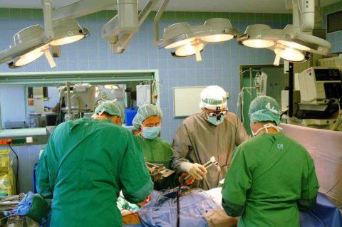 Болезнь лечится исключительно оперативным путем