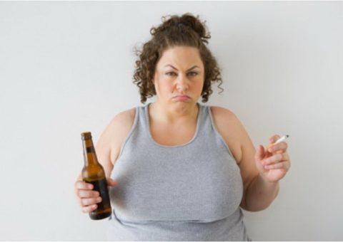 Женщинам необходимо более тщательно следить за нормами потребления хмельного напитка.