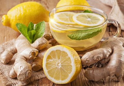Имбирный чай (на фото) поможет очистить и укрепить сосуды сердца.