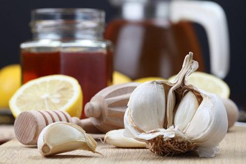 Люди, регулярно потребляющие в пищу чеснок реже сталкиваются с патологиями сосудов.
