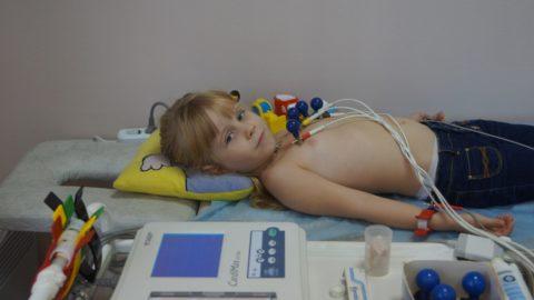 Процедура ЭКГ знакома даже ребенку