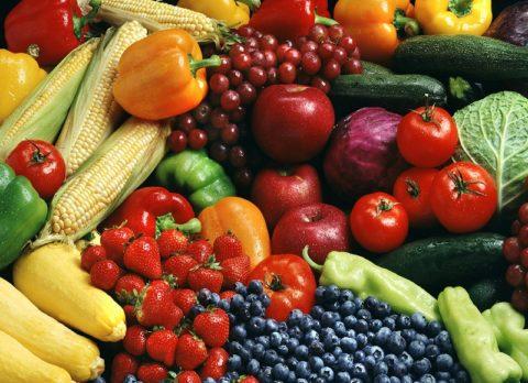Свежие ягоды, овощи и фрукты