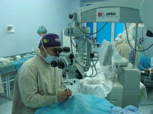 Шунтирование вены под операционным микроскопом