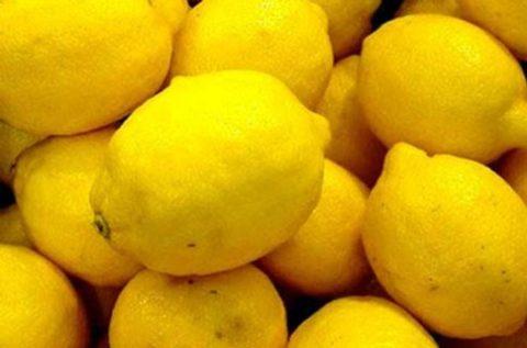 Спелые лимоны – незаменимые помощники в процессе борьбы с вредным холестерином.