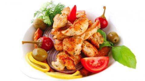Употреблять блюда из мяса рекомендуется только в сочетании с овощами или злаками.