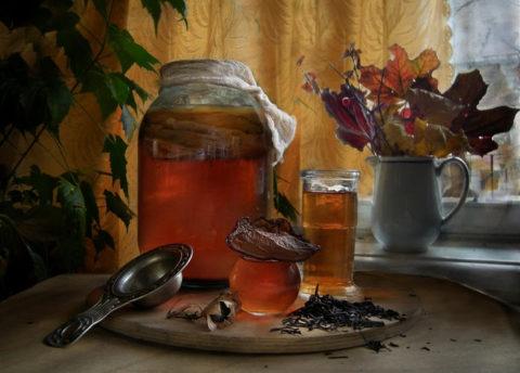 Вкусный и полезный напиток из чайного гриба укрепит сосуды и здоровье в целом.