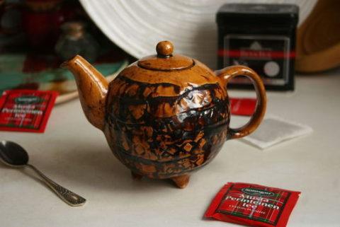 Заваривать тибетский сбор рекомендуется в стеклянных или глиняных емкостях, например, в чайнике, представленном на фото.