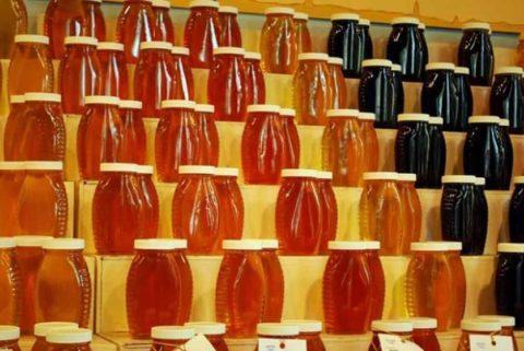 Для лечения лучше использовать темный мед поскольку в нем больше микроэлементов