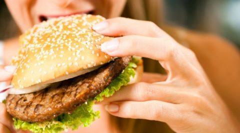 Еда из фастфуда вредит сосудам