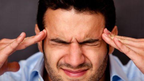 Головная боль часто свидетельствует о нарушениях.