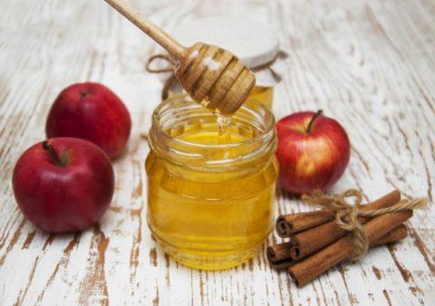 Лечебная диета допускает прием сладостей, например, меда