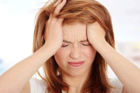 Постоянные головные боли – один из симптомов нарушения кровотока.