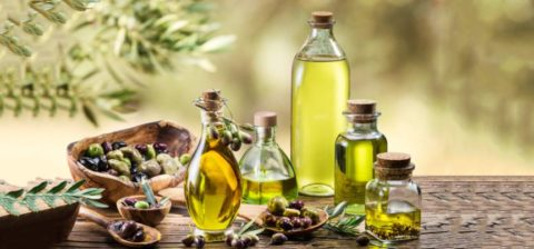 Повысить эластичность тканей сосудов и улучшить кровоток поможет оливковое масло.
