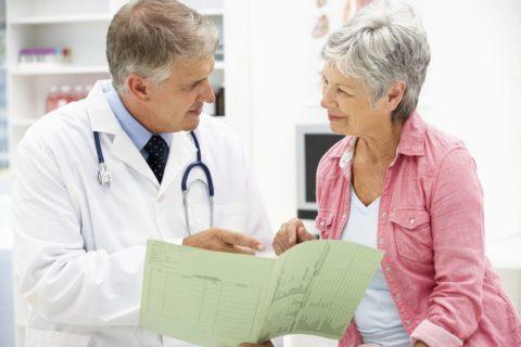 Процесс изучения анамнеза пациента.
