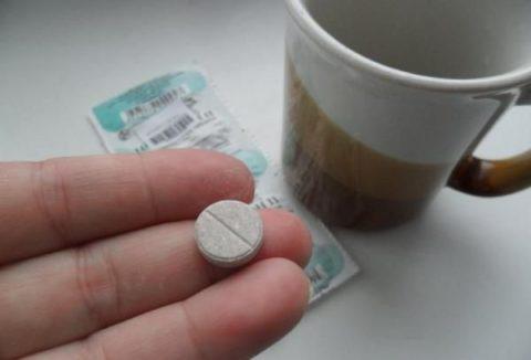 Цитрамон можно принимать вне зависимости от приема пищи, таблетку следует запить 150мл воды