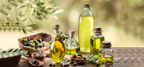Укрепить сосуды поможет регулярное употребление оливкового или льняного масла.