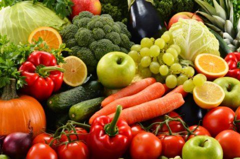 Употребление овощей и фруктов поможет насытить организм необходимыми витаминами.