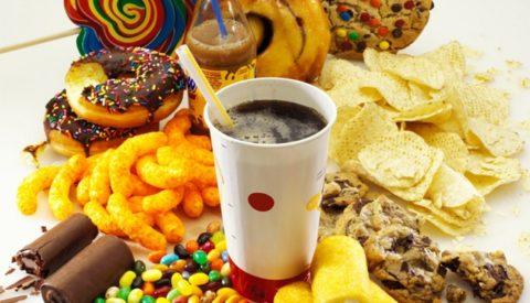 Важно соблюдать правила здорового питания с раннего детства.