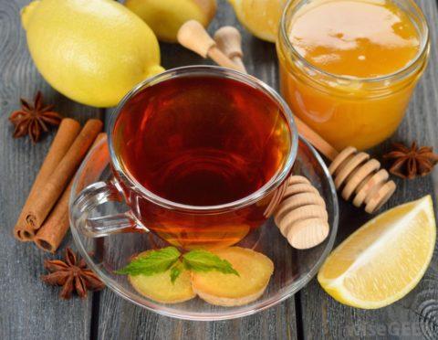 Вкусное и полезное для сосудов средство – это натуральный бальзам из меда и лимонов.