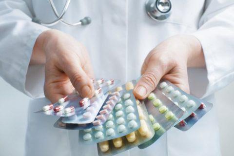 Фото. Прием таблеток жизненно необходимо