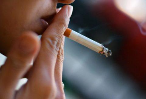 Курение часто становиться причиной инфаркта и инсульта.