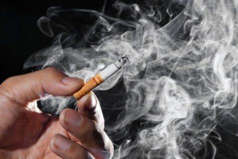 Курение не только вредит легким, но и является одной из причин атеросклероза