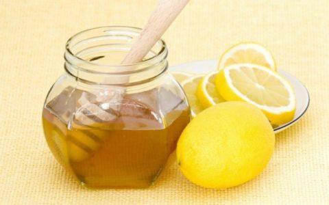 Лимоны и мед – наиболее популярное средство для лечения, а также укрепления сосудов.