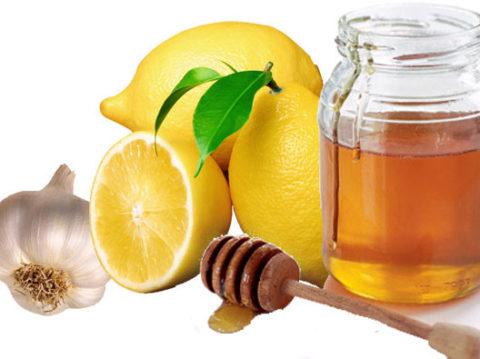 Лимоны, мед, чеснок – волшебное трио для чистоты и крепости кровеносных сосудов.