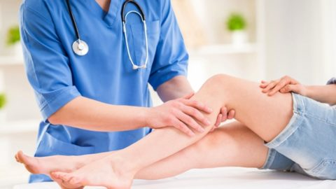 Не следует проводить лечение варикоза самостоятельно, процесс должен контролировать врач.