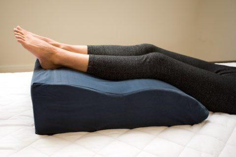 Подушка для лечения и профилактики проявления варикозного расширения вен.