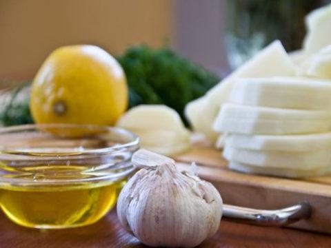 Смесь из лимона, чеснока и масла тоже пользуются большой популярностью