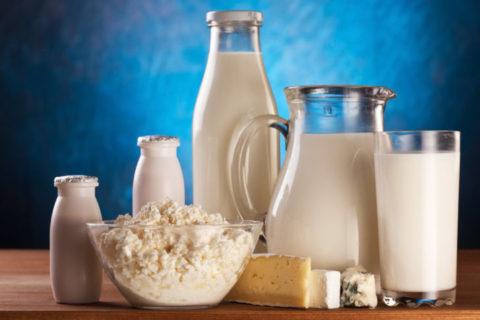 Употреблять в пищу следует только натуральные молочные продукты.