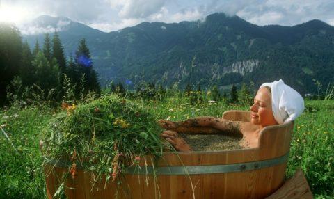Ванна с травами – не только полезная, но также весьма приятная процедура.