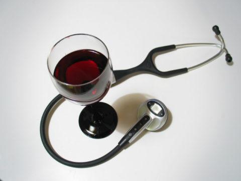 Красное вино положительно влияет на сосуды и работу сердца
