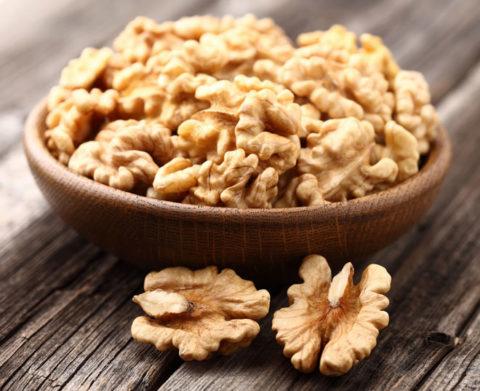 Орехи со светлой кожурой считаются лучше нежели с темной