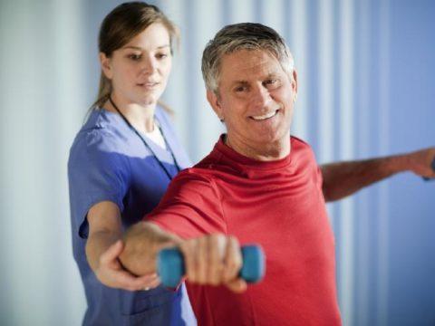 В первое время упражнения нужно выполнять под контролем инструктора.